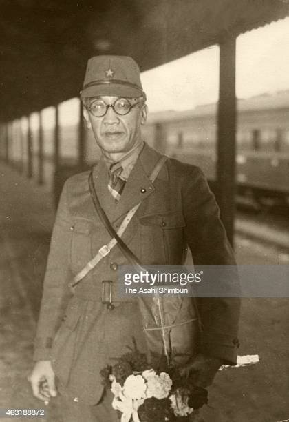 Artist Tsuguharu Fujita is seen at Shimonoseki to join the Imperial Japanese Army to report the Battle of Wuhan with his drawing on October 3 1938 in...