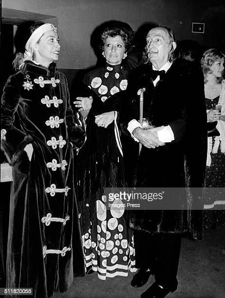 Artist Ultra Violet actress Marion Javits and artist Salvador Dali attends the 40th Anniversary celebration of the Hayden Planetarium on October 9...