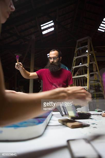 アーティストのスタジオで働く