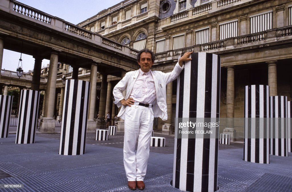 Les colonnes de Buren au Palais-Royal : News Photo