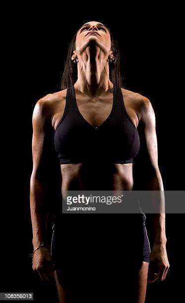 hispana artístico imagen de una mujer en el gimnasio - cabeza hacia atrás fotografías e imágenes de stock