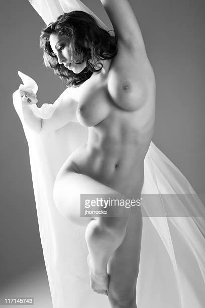 nu artistique femme - grosse poitrine photos et images de collection