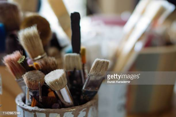 artist's brushes - easel stock pictures, royalty-free photos & images