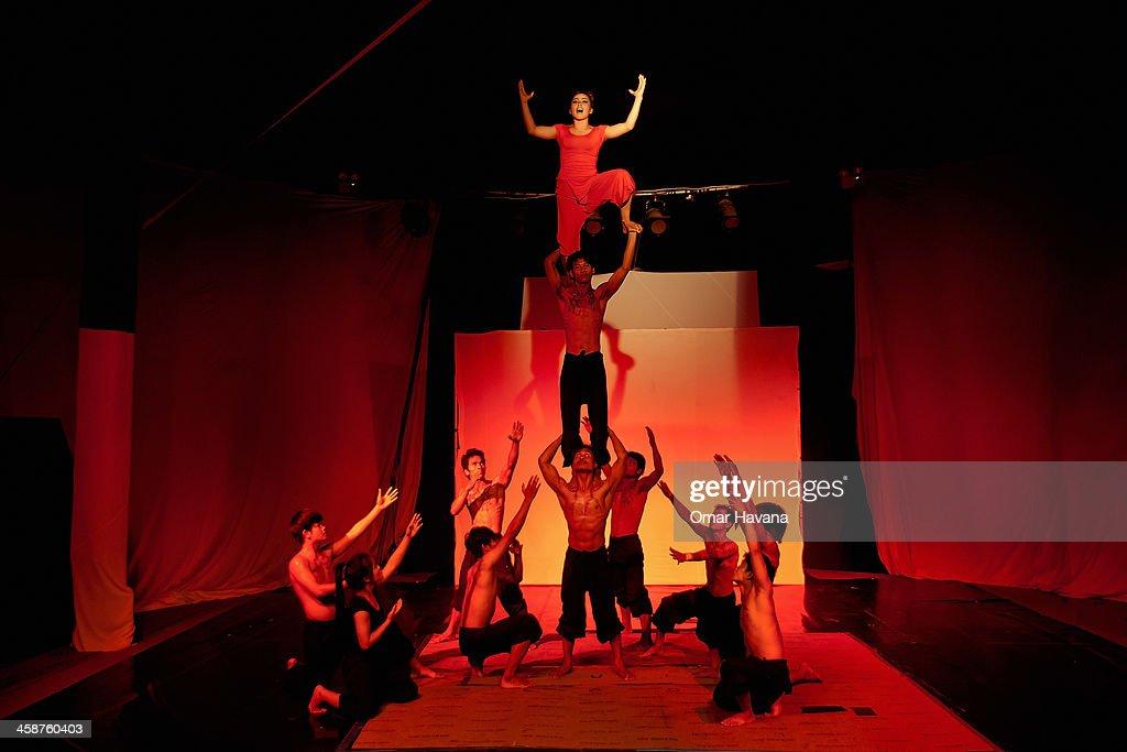 Cambodia's Famous Battambang Circus : News Photo