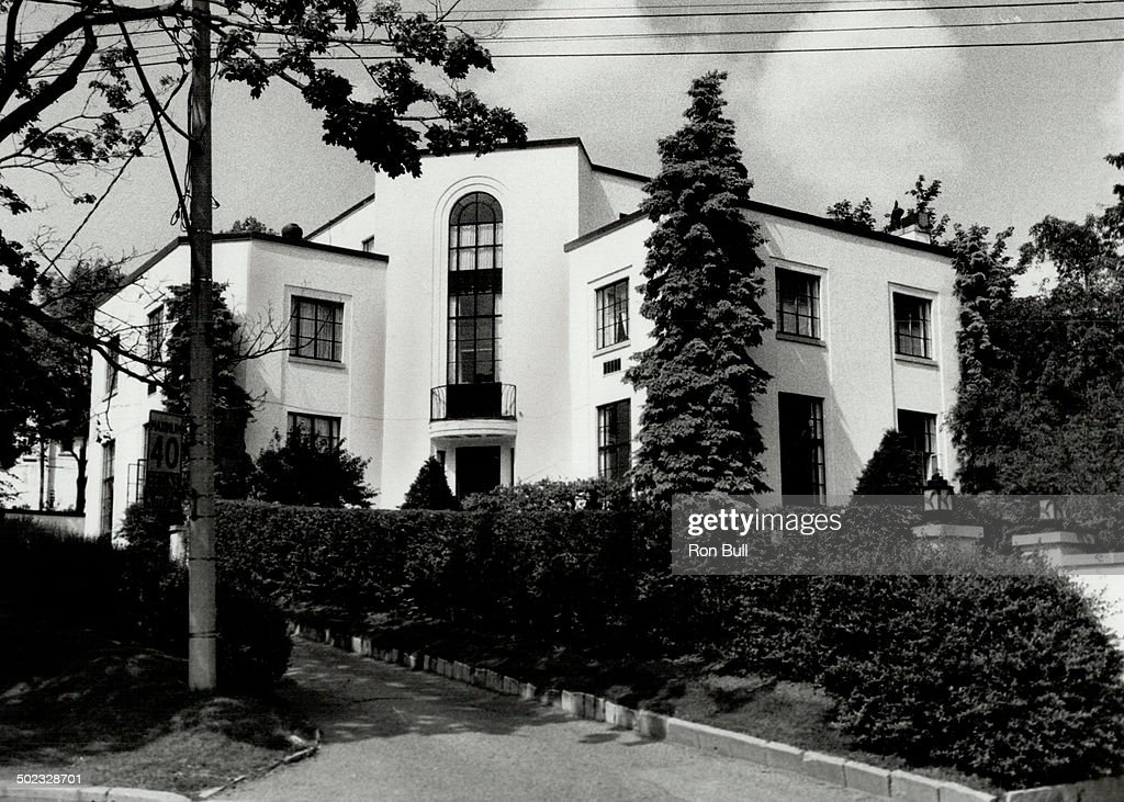 Artist's house: White stucco house at 2 Ava Crescent in Forest Hill was built for Lawren Harris; fou : News Photo