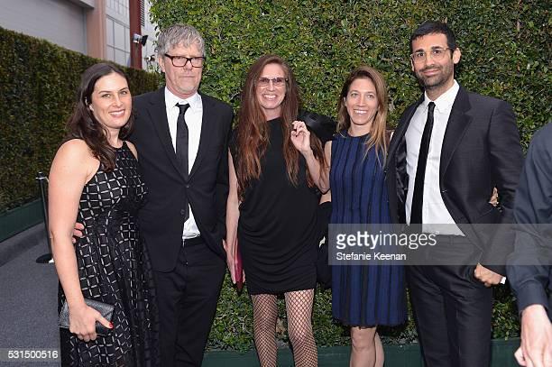 Artists Jennifer Guidi Mark Grotjahn Mary Weatherford Larissa Kordansky and David Kordansky attend the MOCA Gala 2016 at The Geffen Contemporary at...