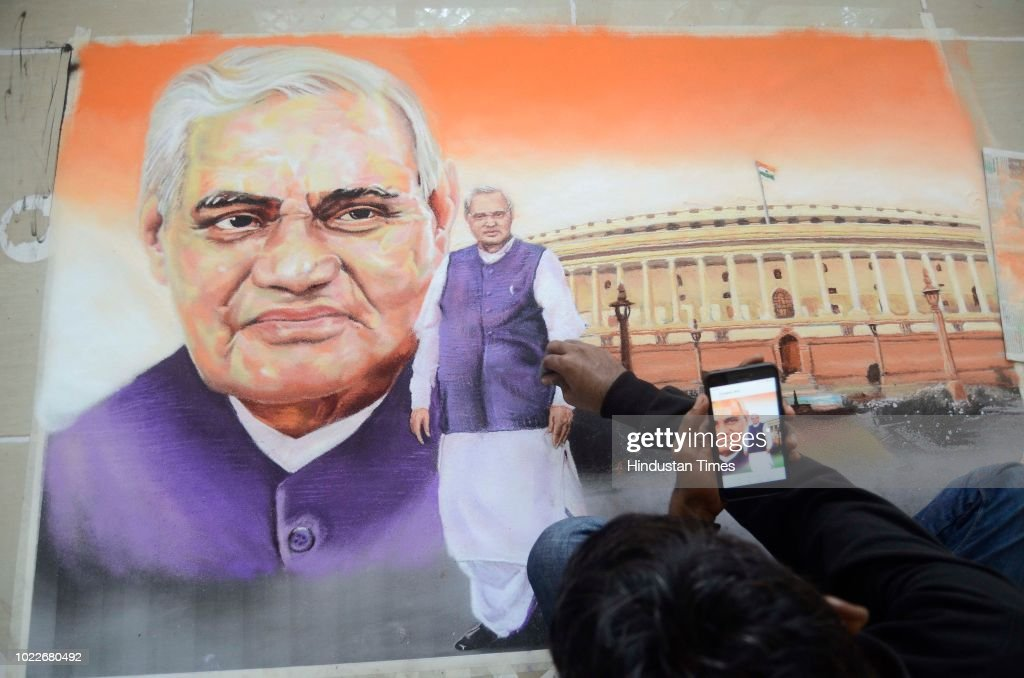 Rangoli Completion To Pay Respect To Former Prime Minister Atal Bihari Vajpayee : News Photo