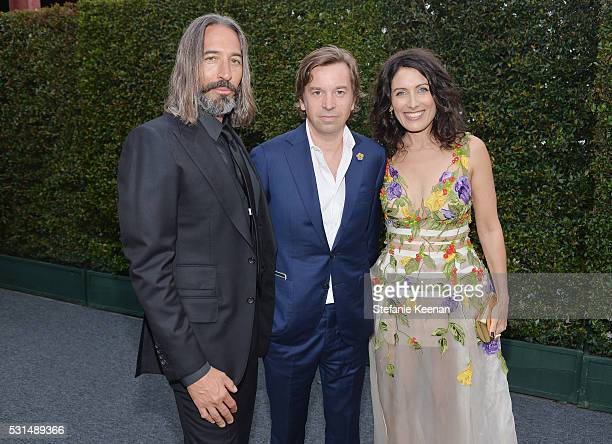 Artists Robert Russell Friedrich Kunath and actress Lisa Edelstein attend the MOCA Gala 2016 at The Geffen Contemporary at MOCA on May 14 2016 in Los...