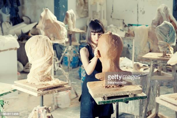 artist's workshop - bildhauer stock-fotos und bilder