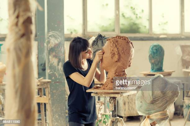 artist's workshop - sculptuur stockfoto's en -beelden