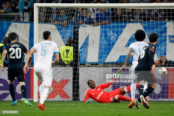 Artiz Aduriz scores a goal by penalty and Steve Mandanda of Marseille during the UEFA Europa League Round of 16 First Leg match between Marseille and...