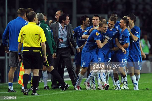 Artjoms Rudnevs of KKS Lech Poznan celebrates with his team mates after scoring during the UEFA Europa League group A match Juventus FC and KKS Lech...