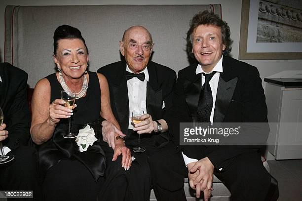 Artur Brauner Mit Ehefrau Maria Und Jochen Kowalski Bei Der Eröffnung Des Hotel De Rome In Berlin .