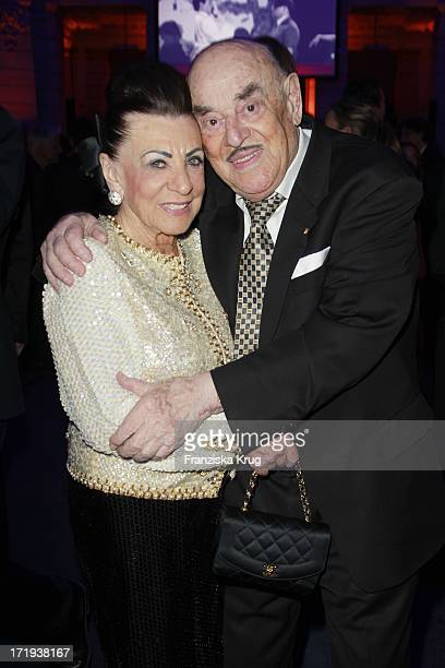 Artur Brauner Und Ehefrau Maria Bei Der Ard Blue Hour Opening Party Im Museum Für Kommunikation In Berlin