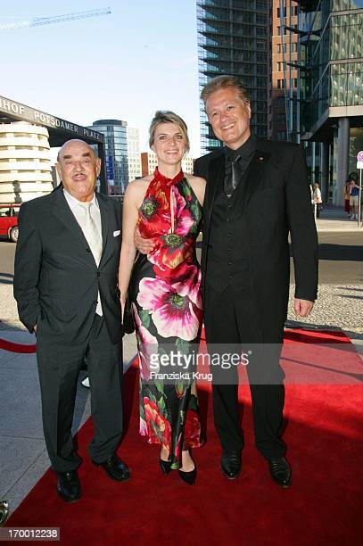 """Artur Brauner With Guido Knopp and his wife Gabriella At the 6th """"Engraver Stammtisch"""" at the Ritz Carlton in Berlin."""