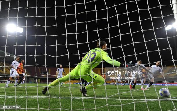 Artur Ionita of Benevento Calcio scores their team's first goal past Bartlomiej Dragowski of ACF Fiorentina during the Serie A match between...