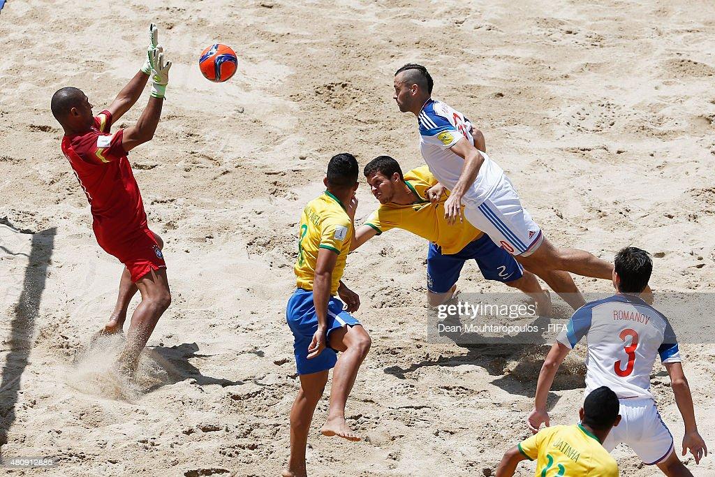 Brazil v Russia: Quarter-final - FIFA Beach Soccer World Cup : News Photo