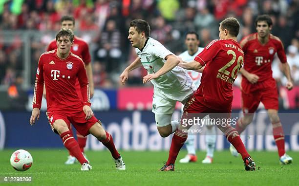 Artur Sobiech gegen Toni KROOS FC Bayern München und Holger Badstuber FC Bayern München 1 Bundesliga Fussball FC Bayern München Hannover 96 50 Saison...