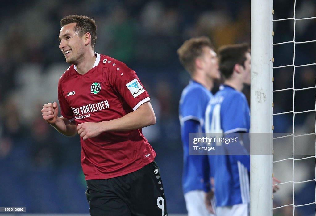 Hannover 96 v FC Schalke 04 - Friendly Match : News Photo