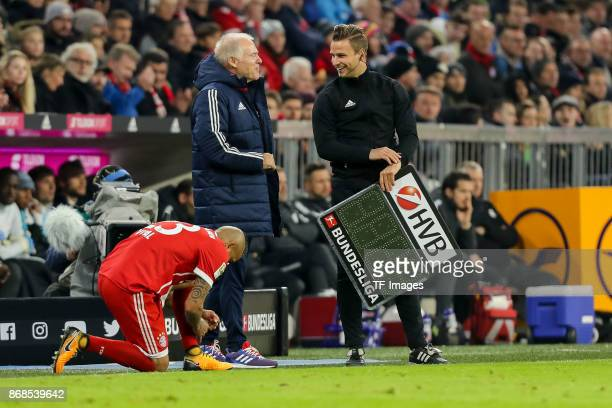 Arturo Erasmo Vidal of Muenchen gestures and cocoach Hermann Gerland of Muenchen speaks with Daniel Schlager during the Bundesliga match between FC...