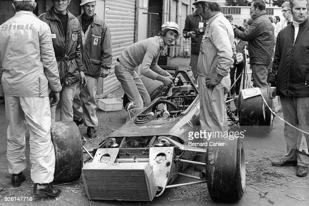 Arturo Merzario Ferrari 312B2 Grand Prix of Germany Nurburgring 30 July 1972 Arturo Merzario giving his mechanics a helping hand after crashing his...