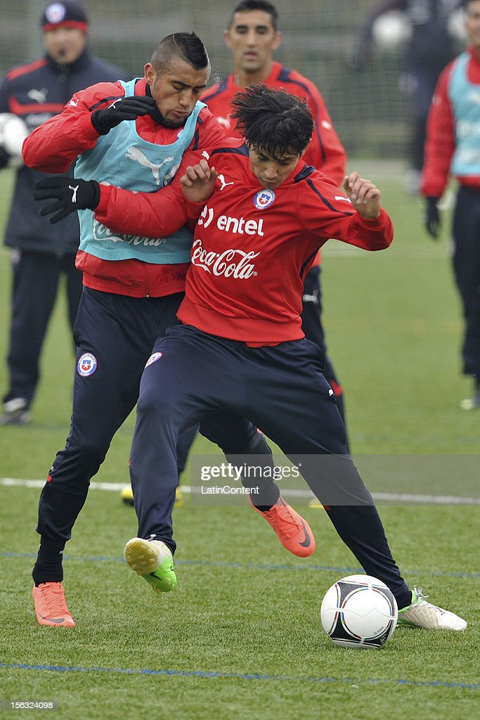 Arturo Vidal (L) and Matias Fernandez (R) of Chile during a training at Spiserwies stadium November 13, 2012 in Sait Gallen, Switzerland. Chile will play a friendly match against Serbia on November 14th.