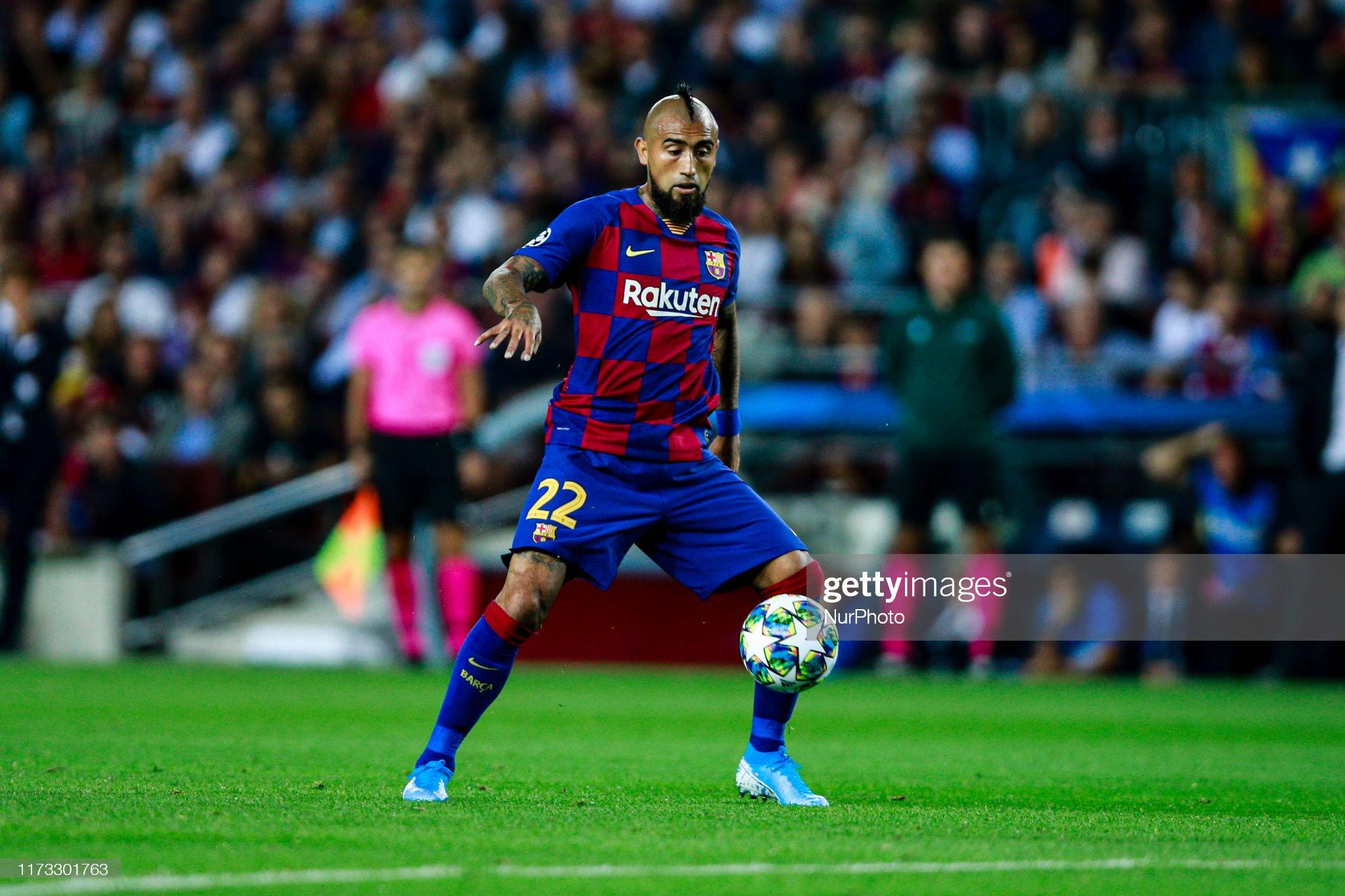 صور مباراة : برشلونة - إنتر 2-1 ( 02-10-2019 )  Arturo-vidal-from-chile-of-fc-barcelona-during-the-uefa-champions-picture-id1173301763?s=2048x2048