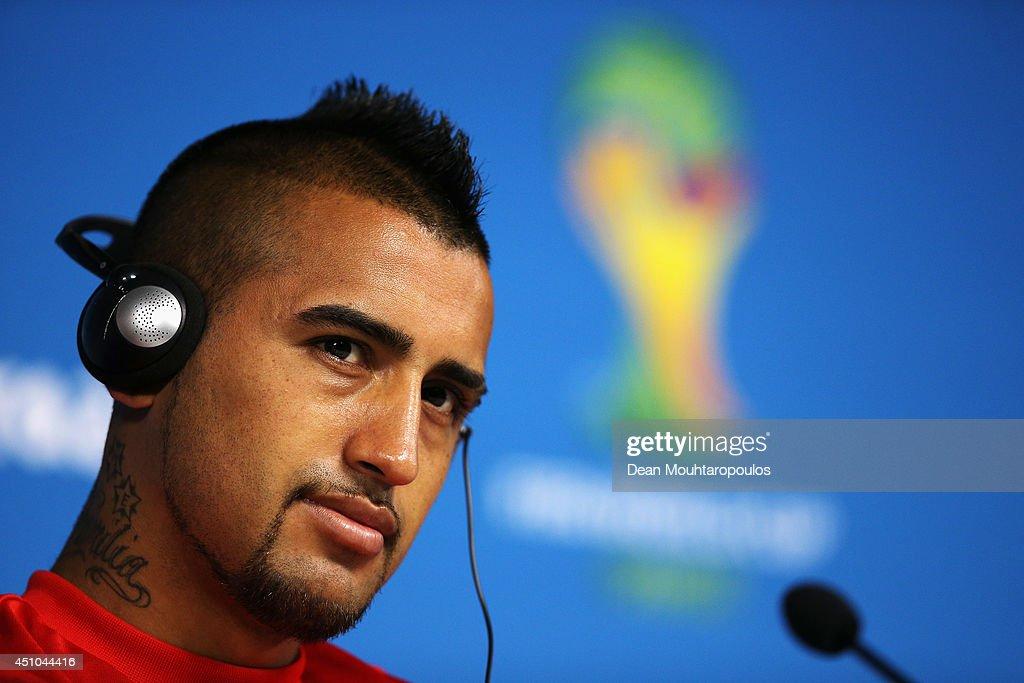 Chile Press Conference - 2014 FIFA World Cup Brazil : Nachrichtenfoto