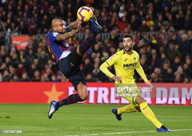 Arturo Vidal of Barcelona controls the ball ahead of Alvaro Gonzalez of Villareal during the La Liga match between FC Barcelona and Villarreal CF at...