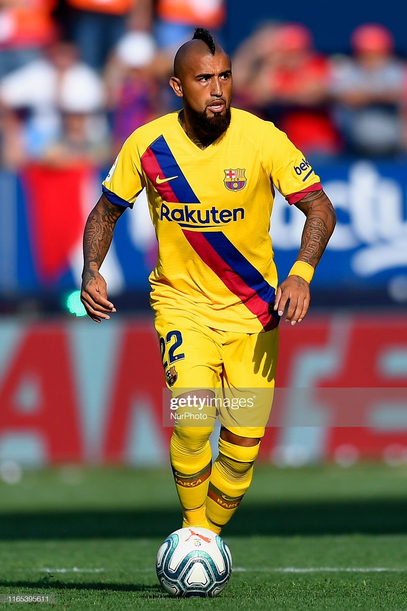 صور مباراة : أوساسونا - برشلونة 2-2 ( 31-08-2019 )  Arturo-vidal-of-barcelona-in-action-during-the-liga-match-between-ca-picture-id1165395611?s=2048x2048