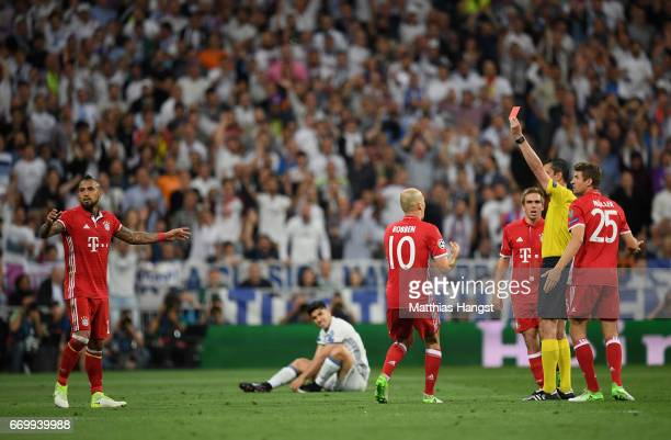Arturo Vidal of Bayern Muenchen is shown a red card by referee Viktor Kassai during the UEFA Champions League Quarter Final second leg match between...