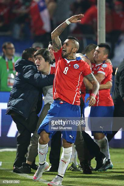 Arturo Vidal of Chile celebrate after winning the 2015 Copa America Chile Final match between Chile and Argentina at Nacional Stadium on July 04,...