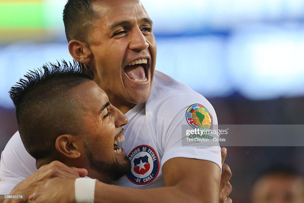 Chile Vs Bolivia : News Photo