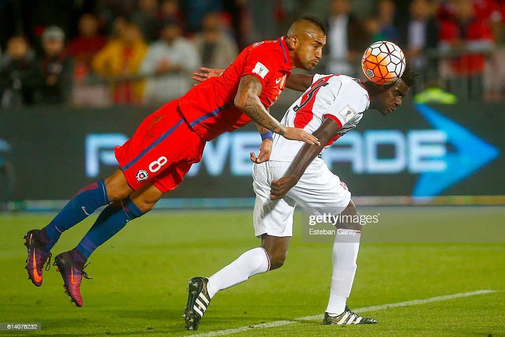 Chile v Peru - FIFA 2018 World Cup Qualifiers : News Photo