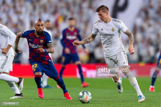 Arturo Vidal of FC Barcelona and Toni Kroos of Real Madrid battle for the ball during the Liga match between Real Madrid CF and FC Barcelona at...