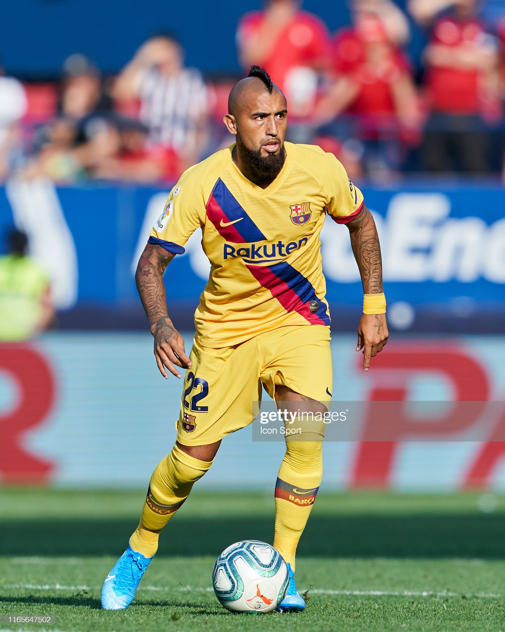 صور مباراة : أوساسونا - برشلونة 2-2 ( 31-08-2019 )  Arturo-vidal-of-fc-barcelona-during-the-liga-match-between-osasuna-picture-id1165647502?s=2048x2048