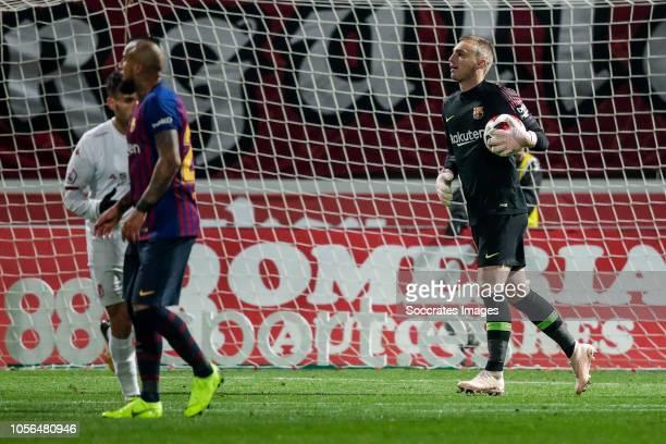 Arturo Vidal of FC Barcelona Jasper Cillessen of FC Barcelona during the Spanish Copa del Rey match between Cultural Leonesa v FC Barcelona at the...