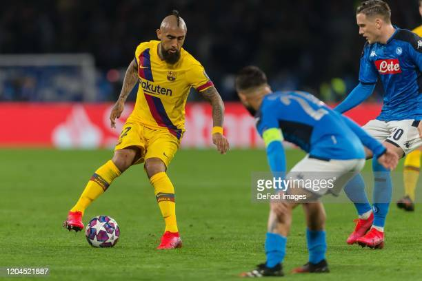 Arturo Vidal of FC Barcelona Lorenzo Insigne of SSC Neapel and Piotr Zielinski of SSC Neapel battle for the ball during the UEFA Champions League...