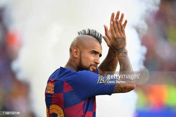 Arturo Vidal of FC Barcelona waves to the crowd prior to the Joan Gamper trophy friendly match between FC Barcelona and Arsenal at Nou Camp on August...