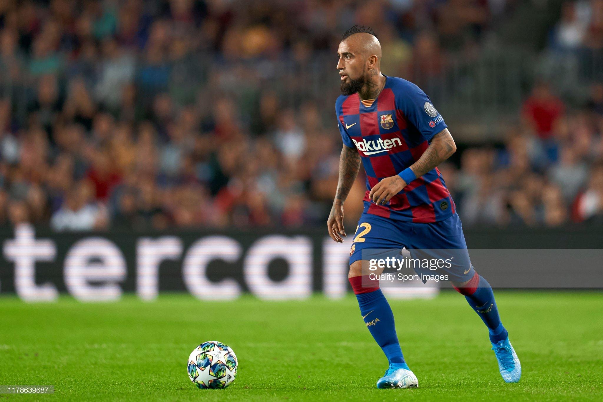 صور مباراة : برشلونة - إنتر 2-1 ( 02-10-2019 )  Arturo-vidal-of-fc-barcelona-with-the-ball-during-the-uefa-champions-picture-id1178639687?s=2048x2048