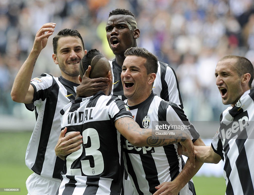 Arturo Vidal of Juventus FC #23 celebrates with team-mates after scoring the opening goal from a penalty during the Serie A match between Juventus and US Citta di Palermo at Juventus Arena on May 5, 2013 in Turin, Italy.