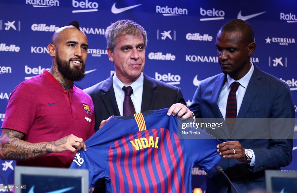 2018 Football FC Barcelona New Signing Arturo Vidal : News Photo