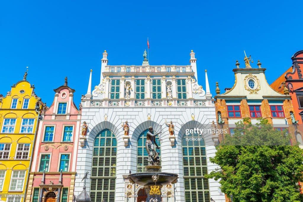 Artus Court med Neptunusfontän i Gdansk : Bildbanksbilder