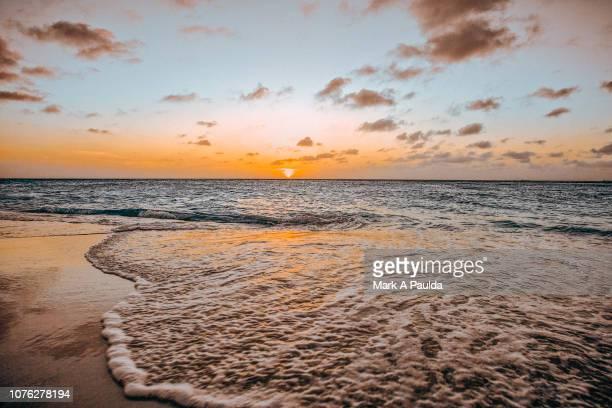aruba sunset - aruba stockfoto's en -beelden