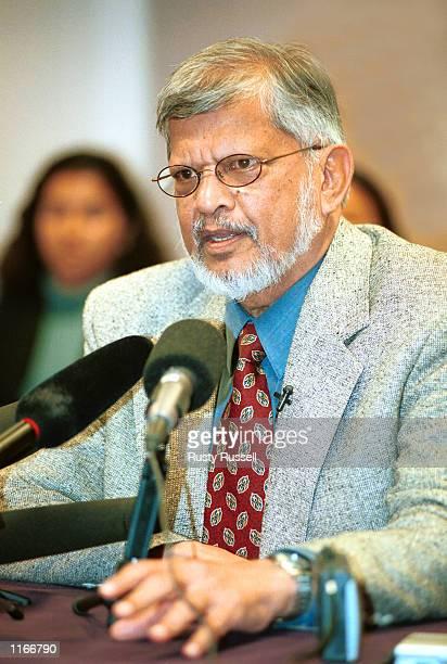 Arun Gandhi grandson of Mahatma Gandhi and director of the Memphisbased Institute for Nonviolence speaks October 2 2001 at Vanderbilt University in...