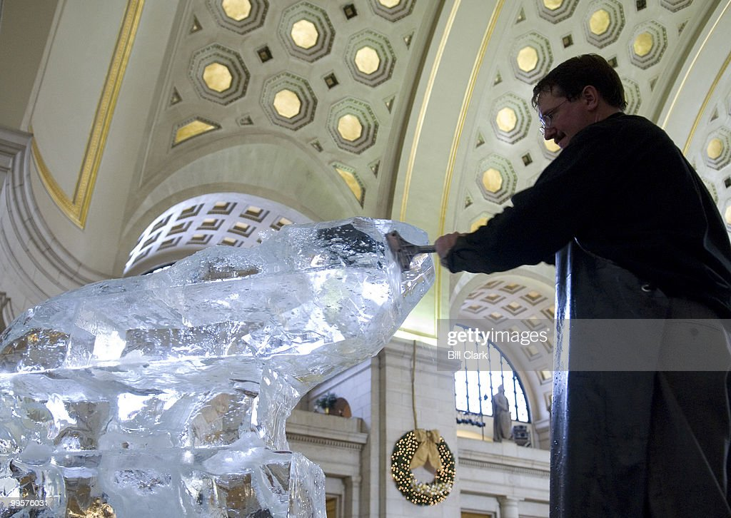 As a part of the Norwegian Christmas celebration at Union Station, World Ice Art Champion and Team USA Captain Steven Berkshire transforms a 1,400 lb block of ice into a polar bear on Tuesday, Nov. 28, 2006. This is the 10th anniversary of the Norwegian Christmas at Union Station