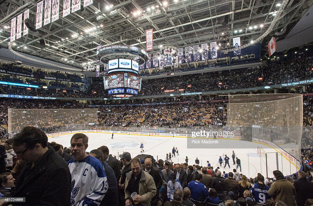 Fans At Leafs Game : News Photo