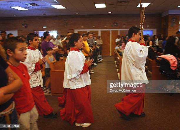 CO SUNDAY JUNE 22 2003 As the 2pm Spanish Mass begins at Saint Therese Catholic Church <cq> at 1243 Kingston Street <cq> in Aurora the altar servers...