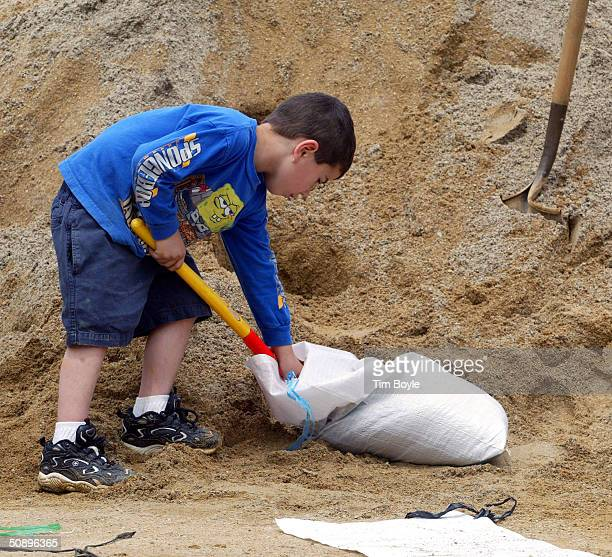 As the community prepares for record flooding from the Des Plaines River fiveyearold Cameron Larson fills a sandbag May 25 2004 in Des Plaines...