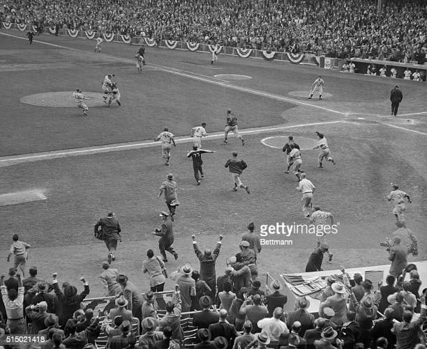 As the last out was registered today that gave the Dodgers their first World's Championship this was the scene on the diamond Gil Hodges first...